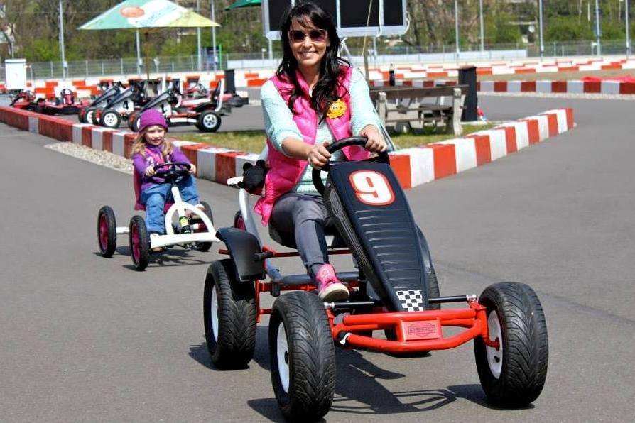 http://www.greyhoundpark.cz/User_Data/vsamotol/images/Big_Small_Pedal_Go-Kart_Greyhound_Park_Motol_Prague_CGDF.jpg