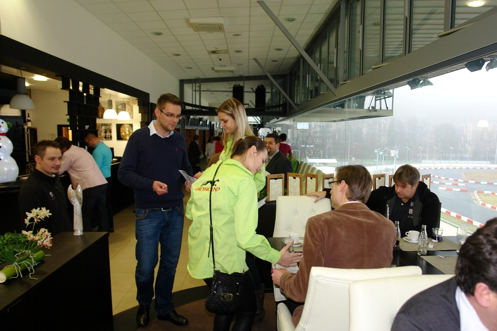 http://www.greyhoundpark.cz/User_Data/vsamotol/images/Four_Leaf_Restaurant_Greyhound_Park_Motol_Prague_DSC02738.JPG